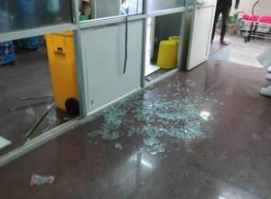 Dead patient's kin attack hospital staff in Warangal Govt Hospital