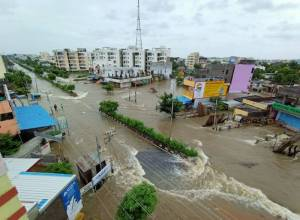 Heavy rains slash Warangal leaving hundreds trapped