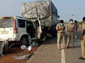 Three dead, three injured after SUV hits stationary truck on NH-16 in Srikakulam