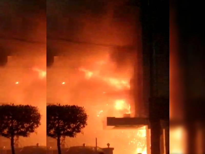 Ten COVID suspects die as fire breaks out at Swarna Palace Hotel in Vijayawada