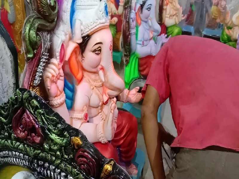 Pandemic shrinks Ganesh idols, Dhoolpet artists incur heavy losses