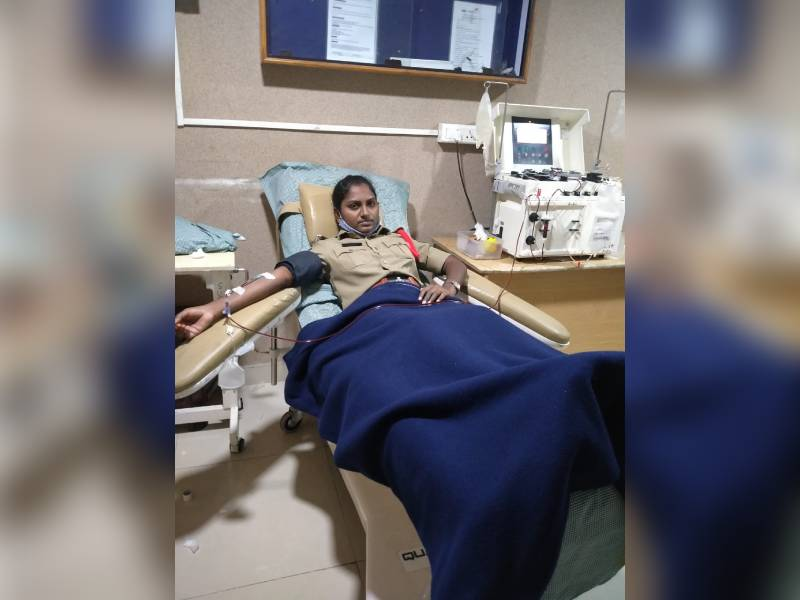 SI Chaitanyapuri G.Sandhya becomes first woman police officer to donate plasma