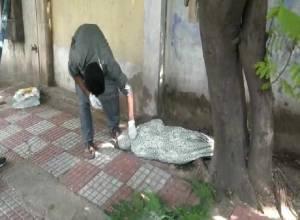 Man dumps mother's body on Banjara Hills footpath fearing COVID