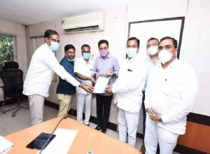 KTR, Singireddy Niranjan Reddy meet representatives of ginning mills