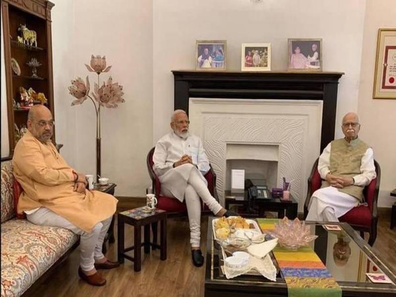 Amit Shah With Sadhus1