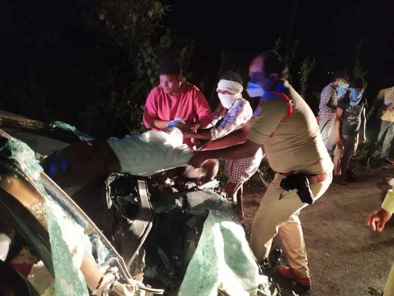 Warangal: 5 youth returning from a birthday party, killed as car smashes into sand lorry