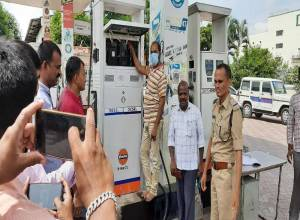 33 petrol bunks in AP and Telangana using chips to cheat customers