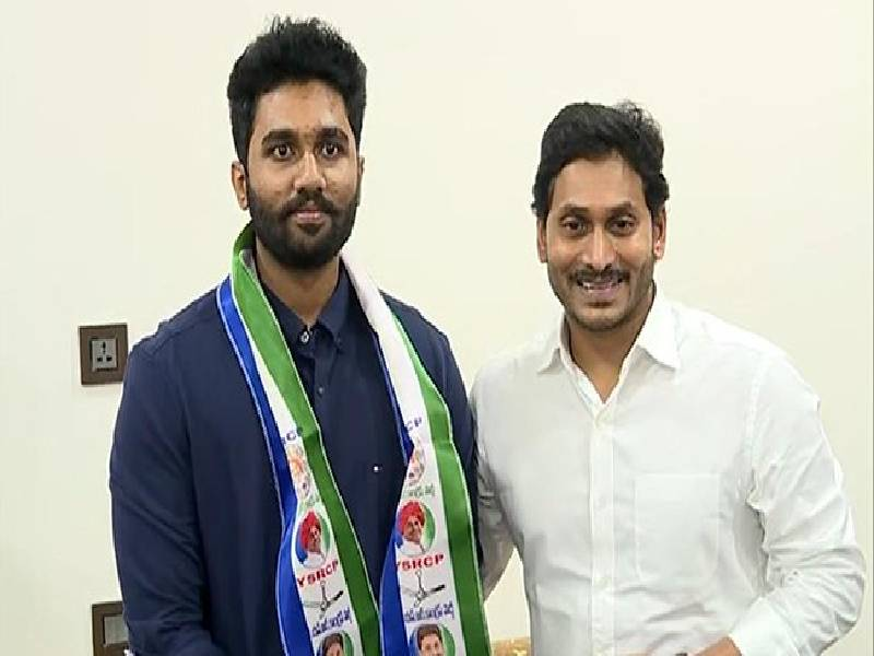 Vizag TDP MLA's sons join YSR Congress Party