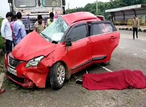 2 dead as speeding car collides with lorry on NH44