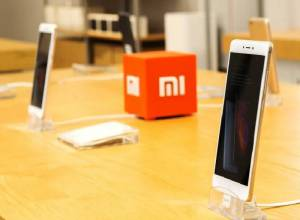 Highway robbers loot 2400 Redmi smartphones from truck in Medak district