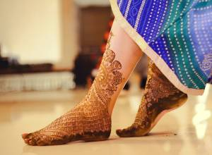15 Leg and Foot Mehndi Patterns To Try This Wedding Season!