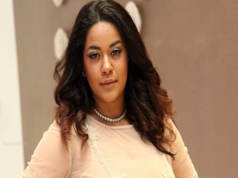 It is Tollywood actor Mumaith Khan versus cab driver in Hyderabad
