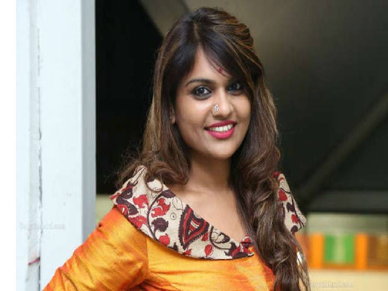 Television host Kathi Karthika, five others booked for cheating Hyderabad builder