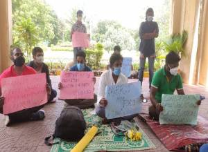 UoH students start relay hunger strike against cut-off criteria for MPhil/PhD admissions