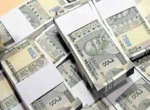 NRI doctor caught with Rs. 20L unaccounted cash