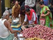 Jagan tells officials to ensure onions sold at Rs 40 per kg