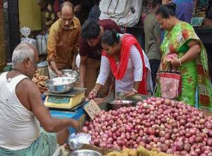 Jagan tells officials to ensure onions sold at Rs 40 per kg