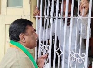 BJP denounces police version in the arrest of BJP State President Bandi Sanjay