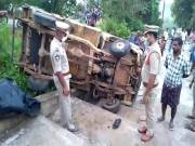 7 dead, 12 injured after van carrying marriage party falls into gorge at East Godavari