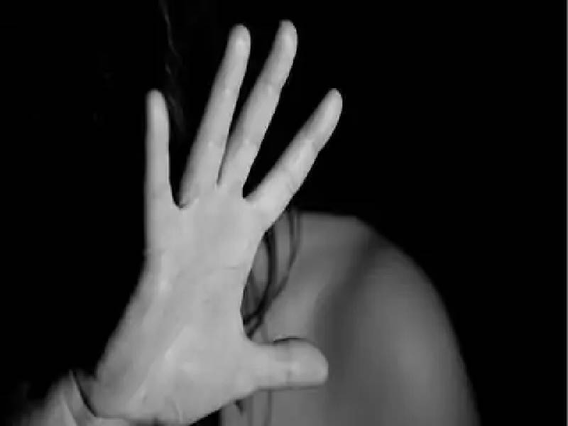 Man throws acid on wife and minor daughter in Vizag, victims incurred minor burn injuries